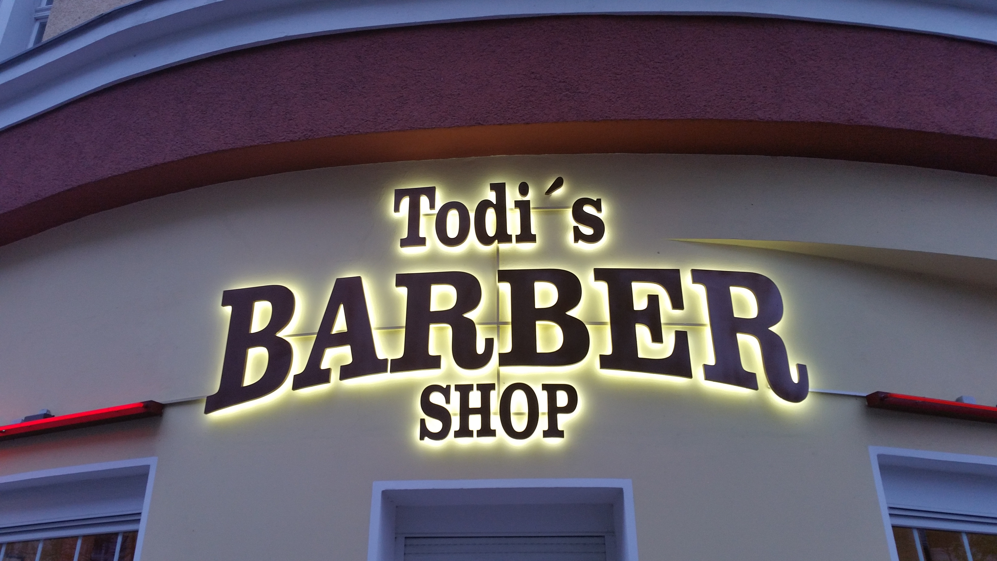 Todi's Barbershop entrance