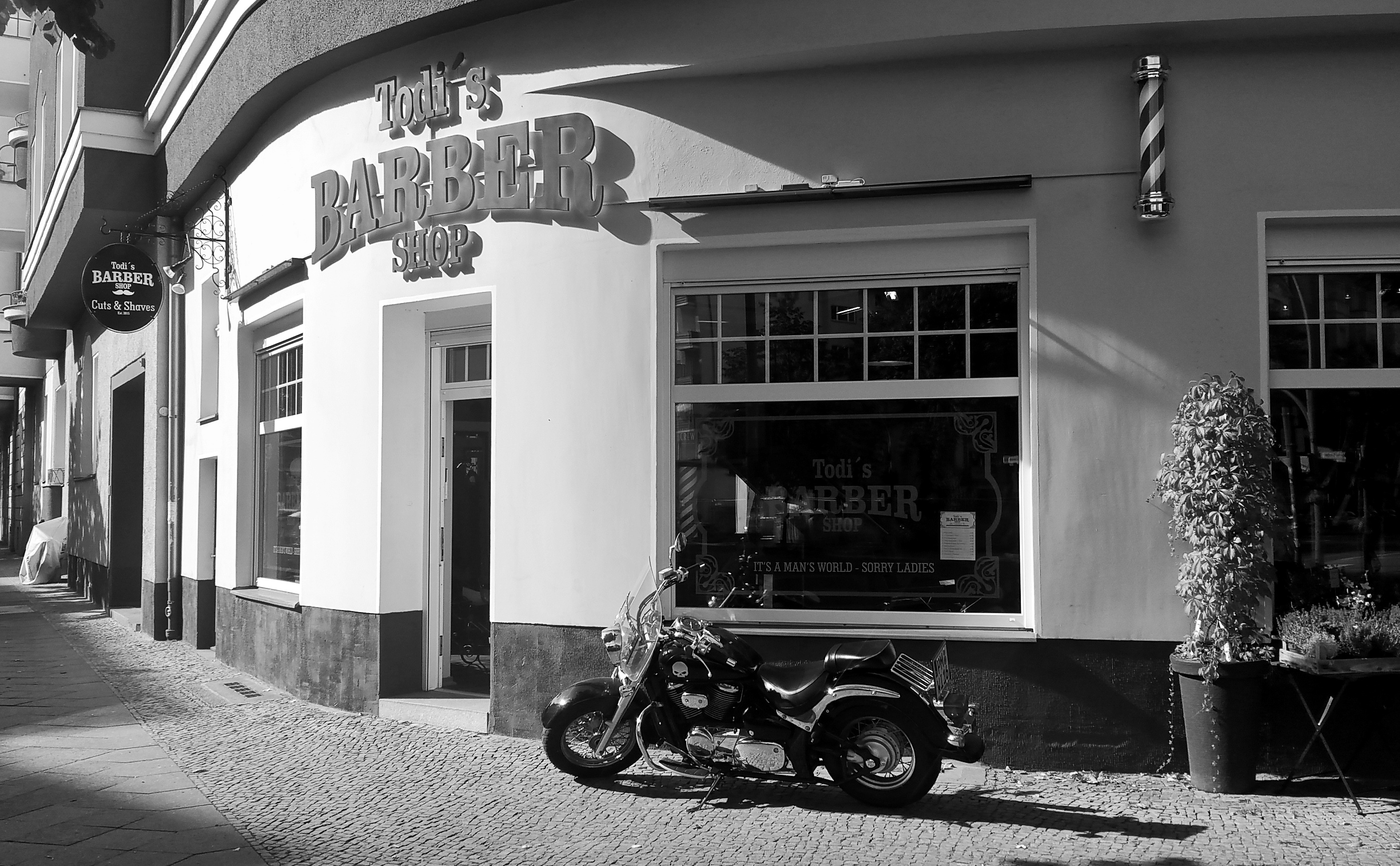 Todi's Barbershop Black and white