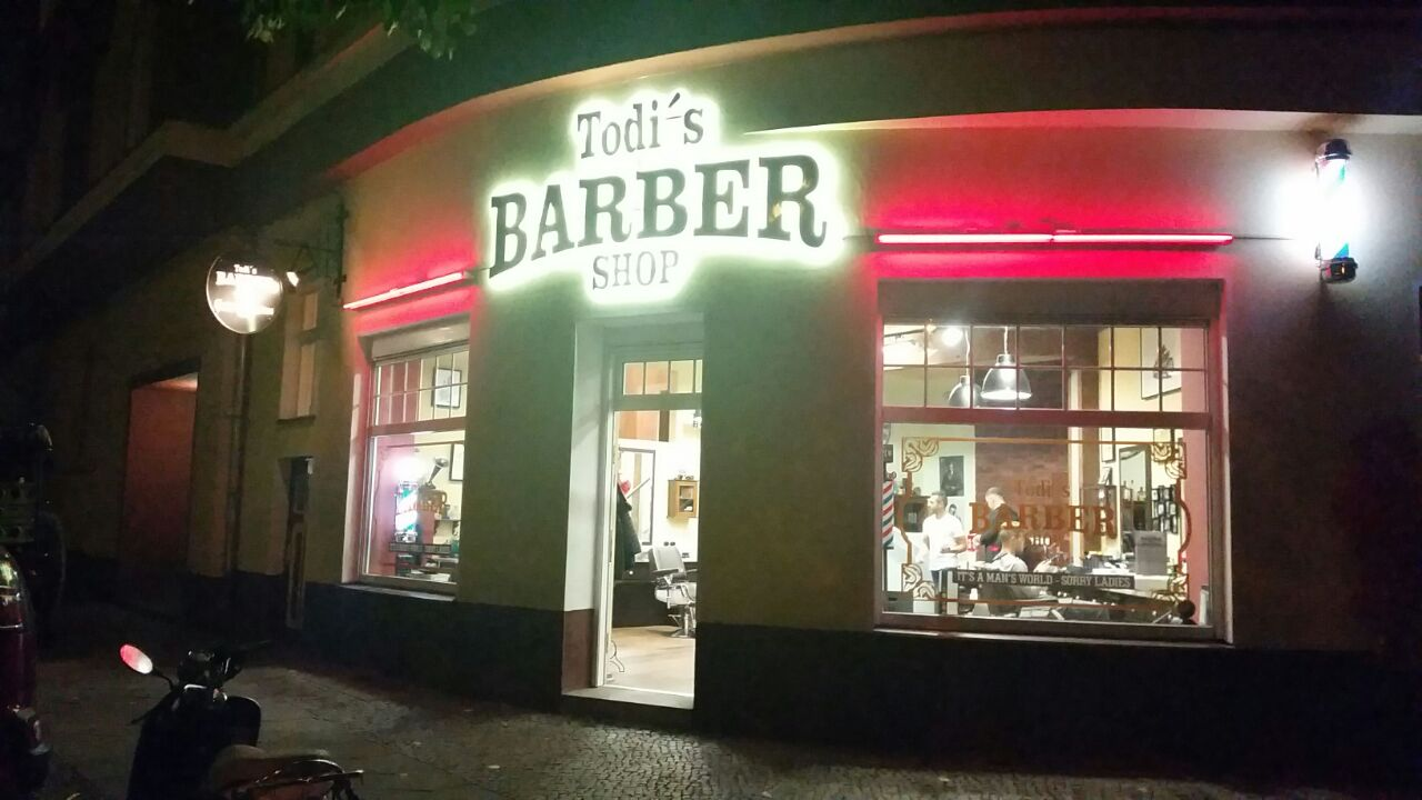 Todi's Barbershop by night